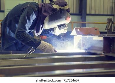 Male welding steel beam construction bridge structure