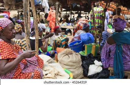 MALI - AUGUST 17: Market Day in Djenne, Monday marks one of the largest markets in Mali near the great mosque, August 17, 2009 in Djenne, Mali