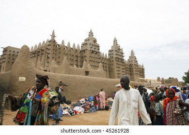 MALI - AUGUST 17: Mosque of Djenne, Sudanese style, was declared a world heritage site by Unesco in 1988, August 17, 2009 in Djenne, Mali