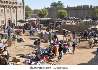 Djennè, Mali - December, 28, 2014: colorful market in Djenne