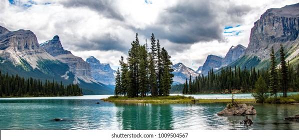 Maligne Lake, Jasper, Alberta, Canada.