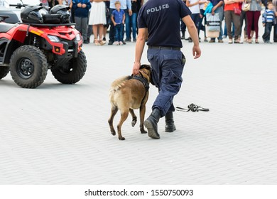 Malinois belgian shepherd guard the border.  The border troops demonstrate the dog's ability to detect violations.