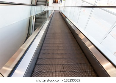 in the mall of Thailand you find an escalator
