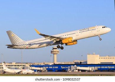Mallorca, Spain Mai 18 2018: Airbus A320 from Vueling landing on the beautiful island in Spain