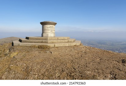 Malvern Hills Toposcope. The granite toposcope at the summit of the Worcestershire Beacon, Malvern Hills, UK, built to commemorate Queen Victorias Diamond Jubilee in 1897.