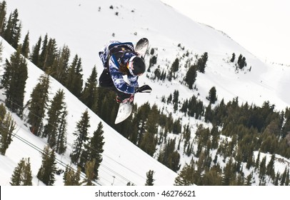 MAMMOTH LAKES, CA - JANUARY 6: Shaun White at Half Pipe finals where he took 1st place at the Mammoth Grand Prix January 6, 2010 in Mammoth Lake, CA.