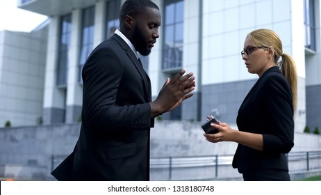 Man apologizing to lady employee for attempt of pick up, business relationship
