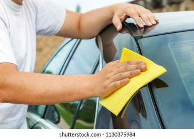 Man clean car with fibre