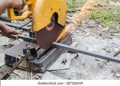 Man cutting steel with Shearing Machine