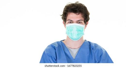 Krankenschwester mit blauer Schutzmaske zum Schutz der Gesundheit vor Infektionskrankheiten des Grippevirus COVID-19