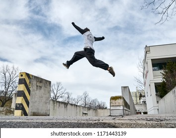 Man doing Parkour in City