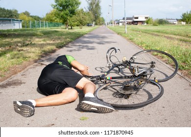 man fall down from bike