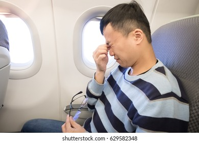 man feel eye pain in the airplane