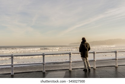 Man in front of the sea
