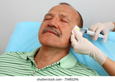 Man getting injection in his wrinkles