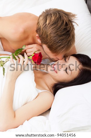 how to kiss your girlfriend in bed