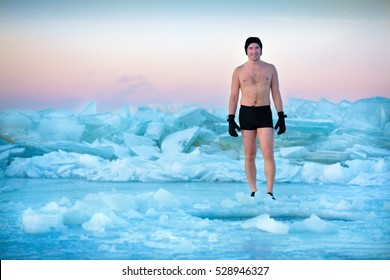Man is going to swimm in an ice-hole, healthy lifestyle