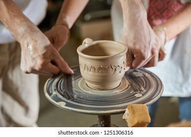 MAN GONCHAR TRAINING HOW TO MAKE FROM THE CLAY ON THE Potter's Pottery Circle