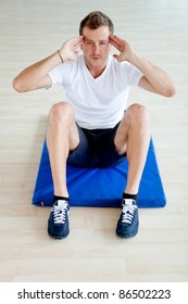 Man at the gym doing exercises for his abs