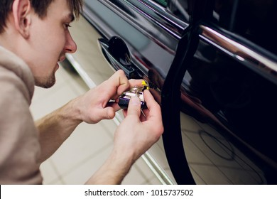 a man hands repair left door Car locks repair man
