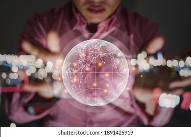 Ein Mann-Hände sparen globales, computergrafisches Lichtdesign und Bokeh für Technologie und Geschäftskonzept, Nahaufnahme und unscharfer Hintergrund