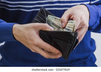 man holding a wallet with money