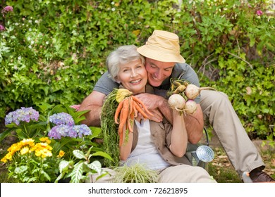 eb49f56a81339 Man hugging his woman in the garden