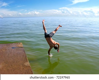 The man make a trick and jumps in the sea
