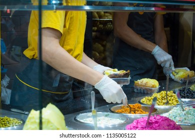A man making kumpir food