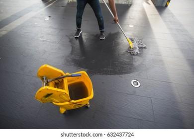 The man mop floor.