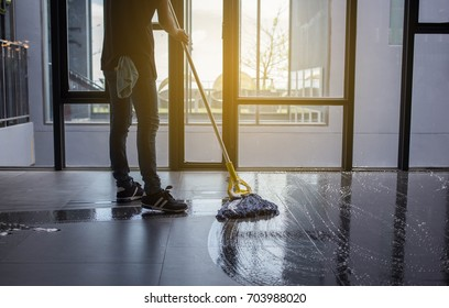 The man mop floor.