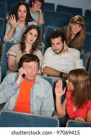 Man on phone call irks audience in theater