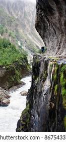 man on the way - Annapurna circuit - Nepal