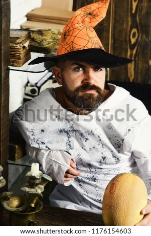 Man in orange hat