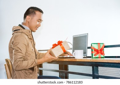 Man ordering gift on internet.