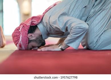 man performing sajdah in namaz