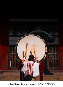 A man performs traditional Japanese drum.