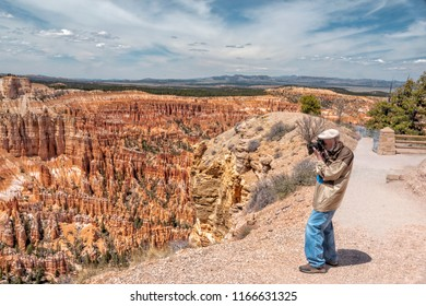 Man photographing Bryce Canyon National Park at Bryce Point