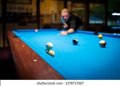 A man plasy Pool Billiard