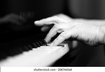Man playing the piano black and white