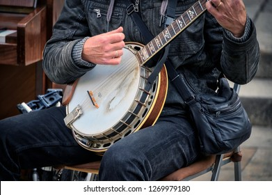 A man plays a banjo in a Barcelona street