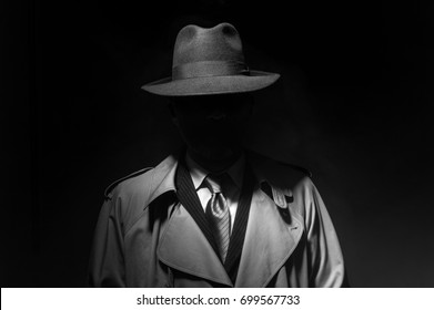 Man posing in the dark with a fedora hat and a trench coat cec3b5af7ecd