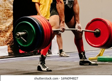 man powerlifter record weight deadlift in powerlifting competition