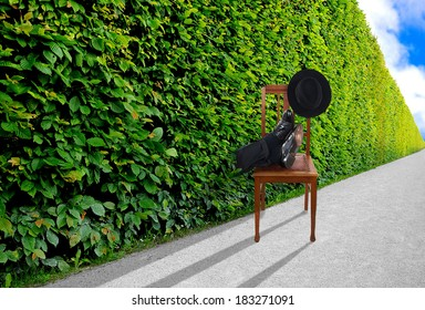 Man puts his feet up in endless hedge - pausing concept