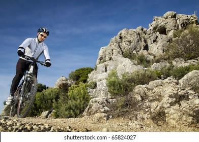 Man riding a mountainbike on a mountain track