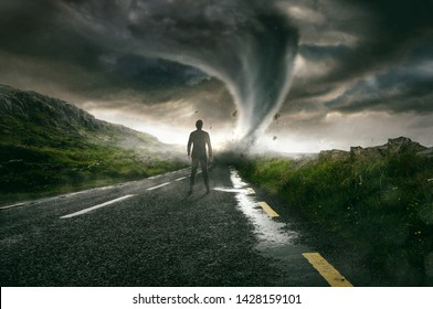 Man sees tornado coming towards him