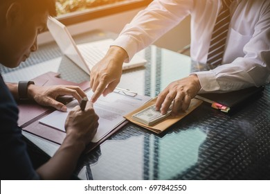 the man sign contract to borrow money from investor to invest at own business