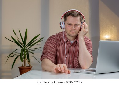 Man sitting at the table and listening to music
