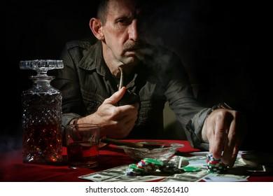 man smoke pipe and play poker