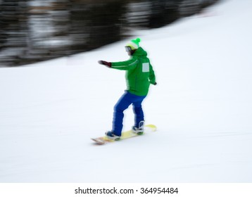 4e63d8205209 Man snowboarding down the mountain slopes. Intentional motion blur.  Defocused image